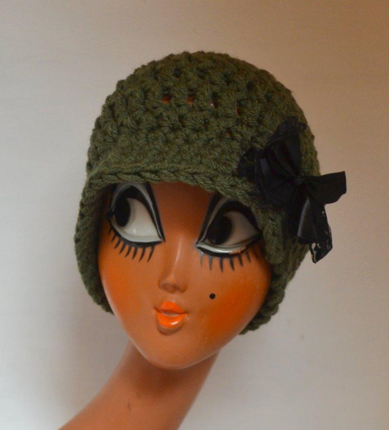 - Vintage Häkelhut CLOCHE im französischen Stil mit Spitze und Satin waldgrün - Vintage Häkelhut CLOCHE im französischen Stil mit Spitze und Satin waldgrün