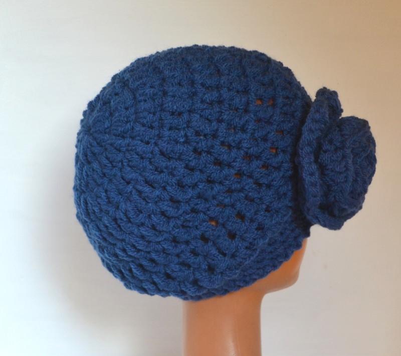 Kleinesbild - Häkelmütze Beanie mit Slounch und Häkelrose JOYANNA blau