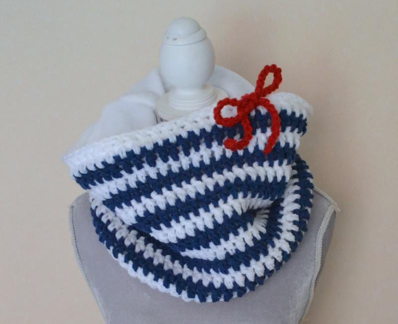 Kleinesbild - maritimer Loop , gefüttert, herrlich warm mit Steifen in weiss und blau