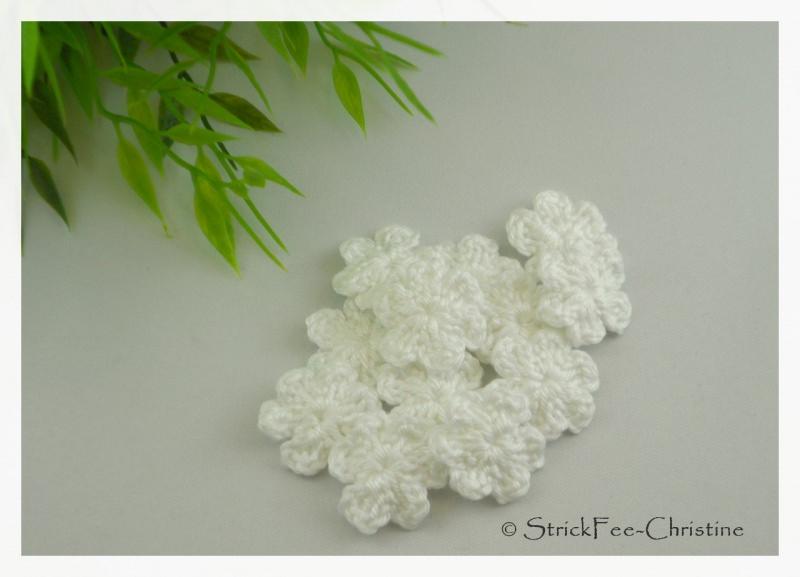 """- Häkelapplikation, Aufnäher """" kleine Blumen weiß"""" 6 Stück gehäkelt - Häkelapplikation, Aufnäher """" kleine Blumen weiß"""" 6 Stück gehäkelt"""