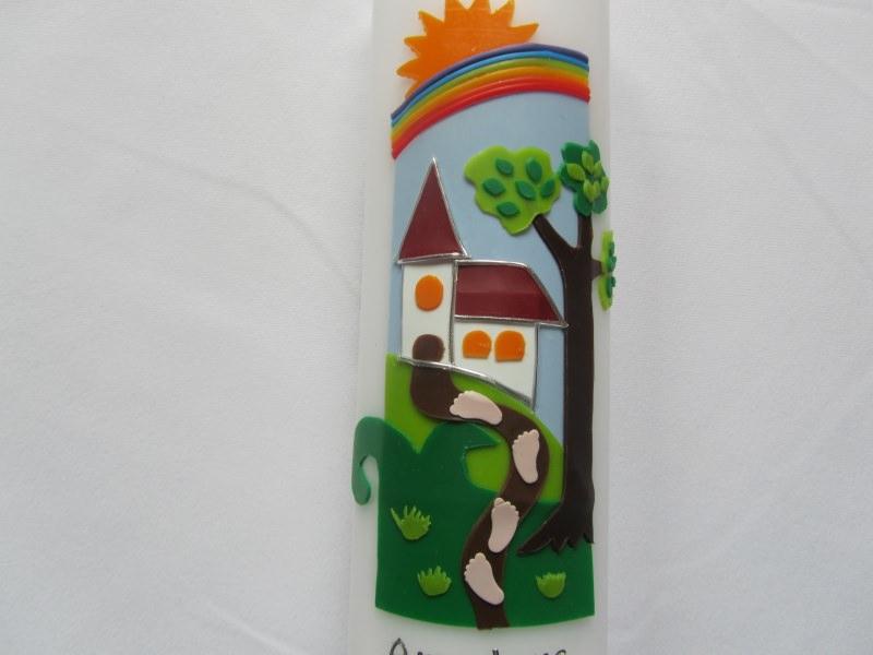 Kleinesbild - Farbenfrohe Taufkerze mit Weg und Kirche