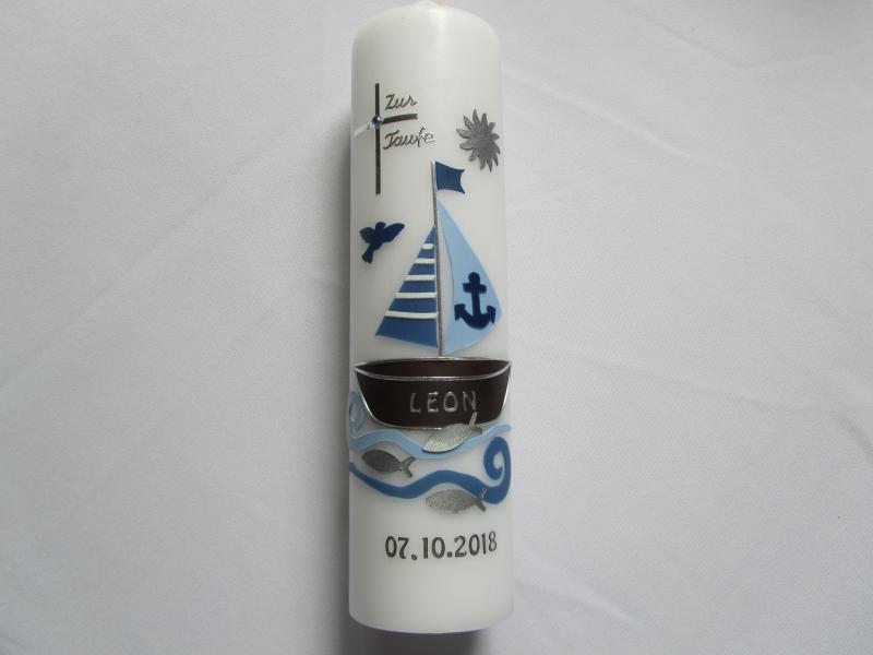 - Farbenfrohe Taufkerze mit Boot für Jungen in blau - Farbenfrohe Taufkerze mit Boot für Jungen in blau