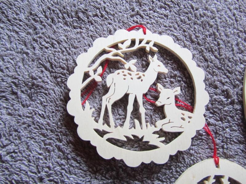 Kleinesbild - 3 kleine Geschenkanhänger aus Sperrholz