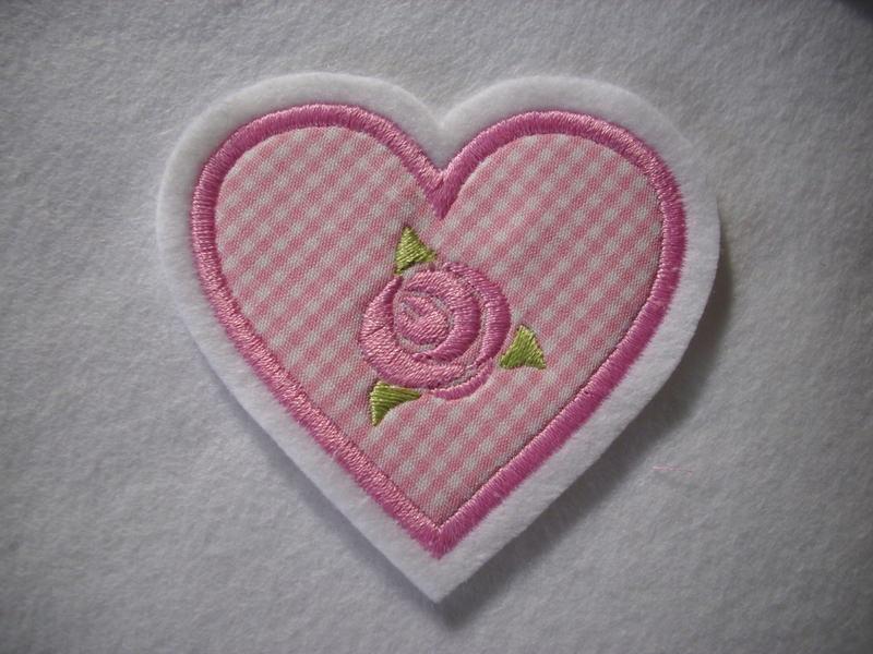 - hübsche Herz-Applikation  ♡ mit gestickter Rose  ♡ rosa - hübsche Herz-Applikation  ♡ mit gestickter Rose  ♡ rosa
