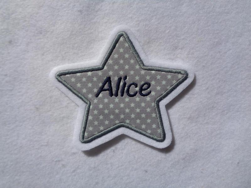 Kleinesbild - Stern mit gesticktem Namen  max. 7 Buchstaben ☆ Aufnäher ☆ grau/weiss/blau