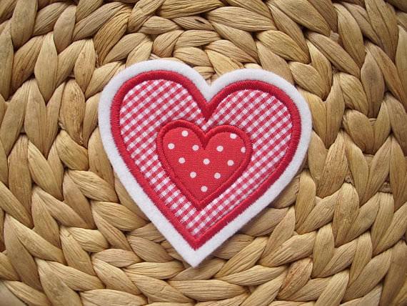 Kleinesbild - schöne Herz-Applikation mit appl. Herz  ♡  Aufnäher
