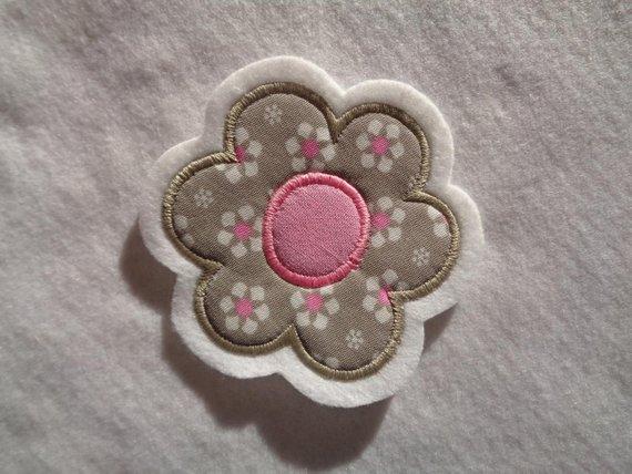 Kleinesbild - niedliche ☆  Blume ☆  ca. 6,5 x 6,5 cm  ☆ Applikation  ☆ Aufnäher
