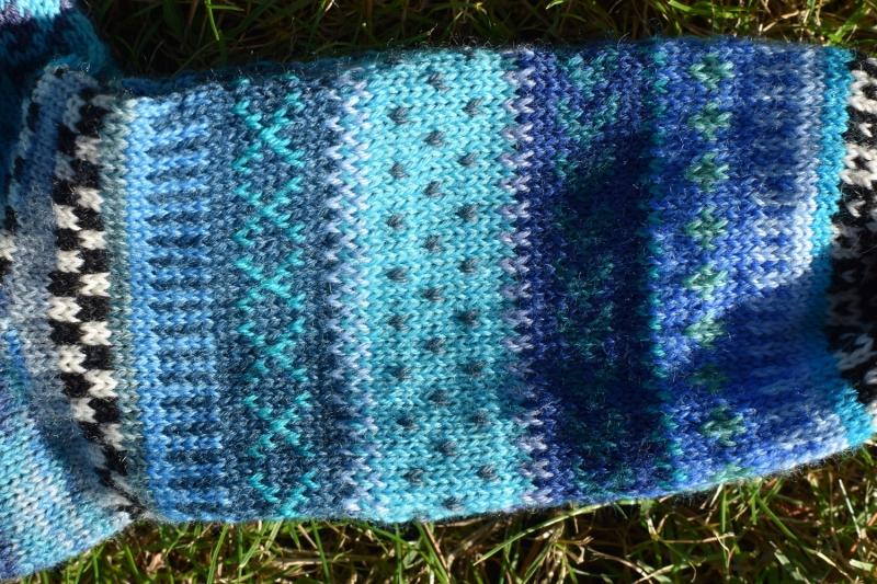 Kleinesbild - Bunte Männersocken Gr. 43/44 - gestrickte Socken in nordischen Fair Isle Mustern