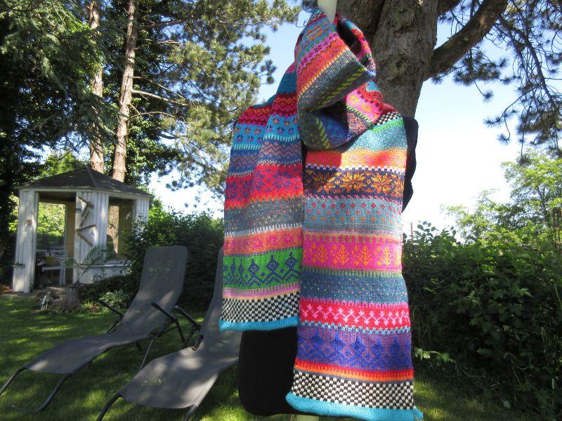 - Gestrickter Schal – langer, farbenfroher Schal in nordischen Fair Isle Mustern  - Gestrickter Schal – langer, farbenfroher Schal in nordischen Fair Isle Mustern