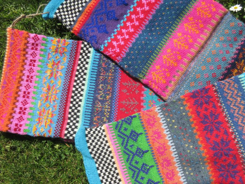 Kleinesbild - Gestrickter Schal – langer, farbenfroher Schal in nordischen Fair Isle Mustern