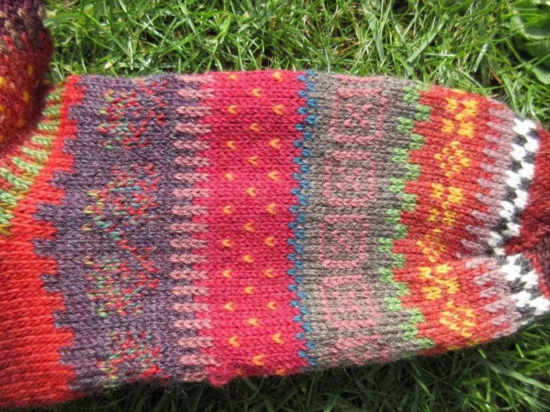 Kleinesbild - Fair Isle Socken Gr. 43/44 - gestrickte Socken in warmen Herbstfarben und nordischen Fair Isle Mustern