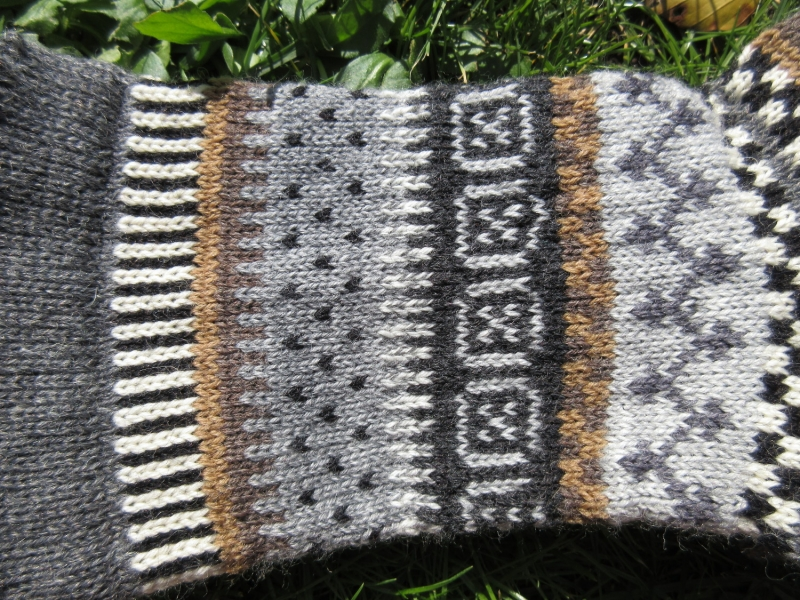 Kleinesbild - Fair Isle Socken Gr. 42-43 - Herrensocken gestrickt in nordischen Fair Isle Mustern