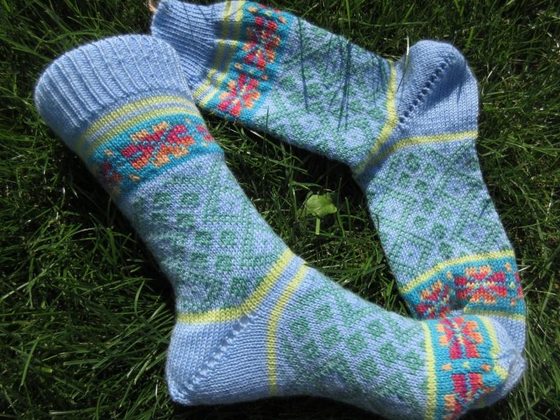- Bunte Socken Gr. 38/39 - gestrickte Socken in nordischen Fair Isle Mustern - Bunte Socken Gr. 38/39 - gestrickte Socken in nordischen Fair Isle Mustern