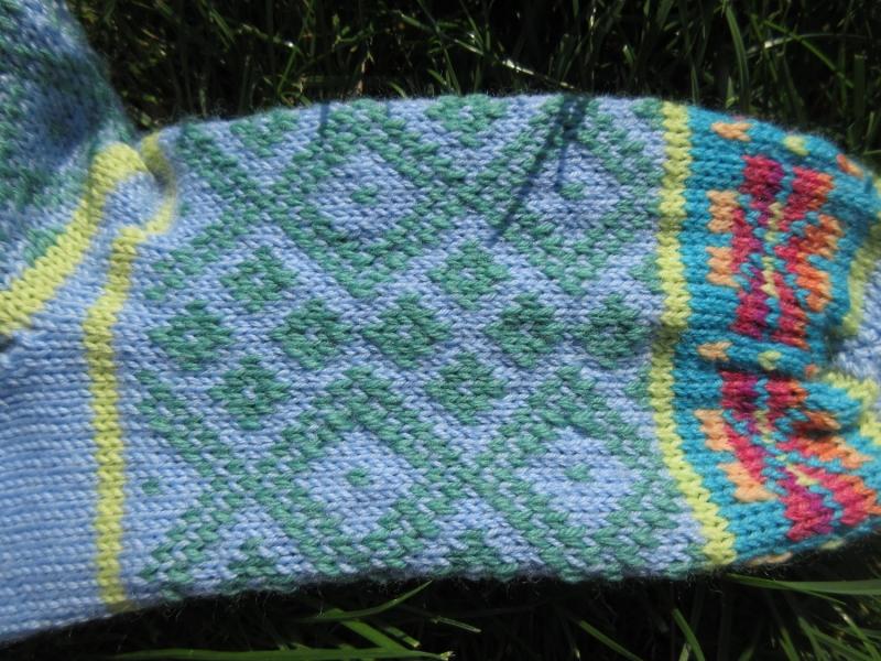 Kleinesbild - Bunte Socken Gr. 38/39 - gestrickte Socken in nordischen Fair Isle Mustern