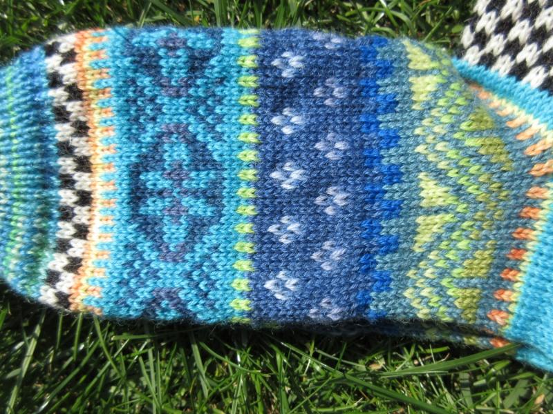 Kleinesbild - Bunte Socken Gr. 39/40 - gestrickte Socken in nordischen Fair Isle Mustern