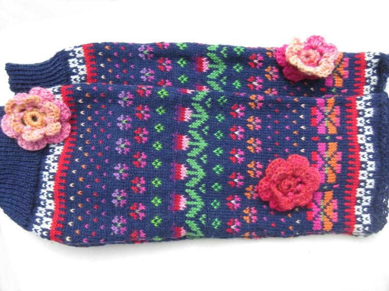 Mode : Bunte Stulpen blomst mit Häkelblumen Gr. S/M - Legwarmers ...