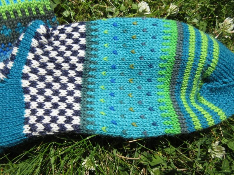 Kleinesbild - Bunte Socken Gr. 40/41 - gestrickte Socken in nordischen Fair Isle Mustern