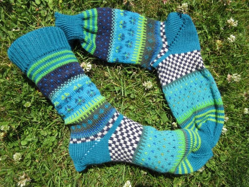 - Bunte Socken Gr. 40/41 - gestrickte Socken in nordischen Fair Isle Mustern  - Bunte Socken Gr. 40/41 - gestrickte Socken in nordischen Fair Isle Mustern