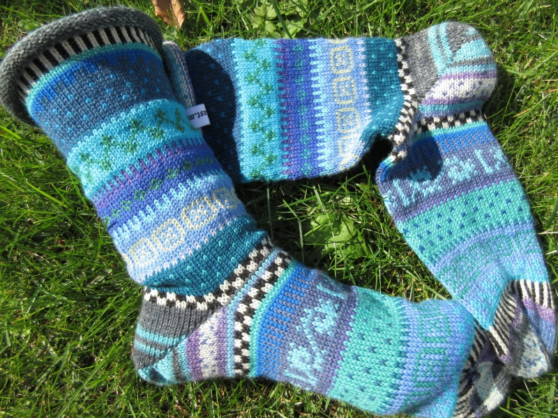 - Bunte Socken Gr. 41/42 - gestrickte Socken in nordischen Fair Isle Mustern - Bunte Socken Gr. 41/42 - gestrickte Socken in nordischen Fair Isle Mustern