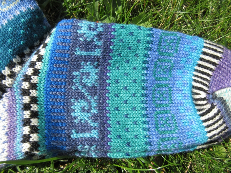Kleinesbild - Bunte Socken Gr. 41/42 - gestrickte Socken in nordischen Fair Isle Mustern