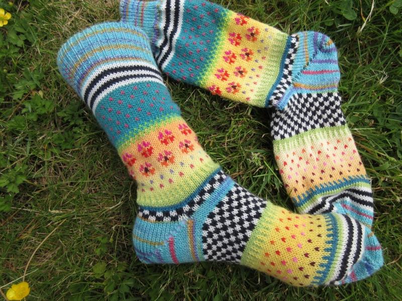 - Bunte Socken Gr. 38/39 - gestrickte Socken in nordischen Fair Isle  - Bunte Socken Gr. 38/39 - gestrickte Socken in nordischen Fair Isle