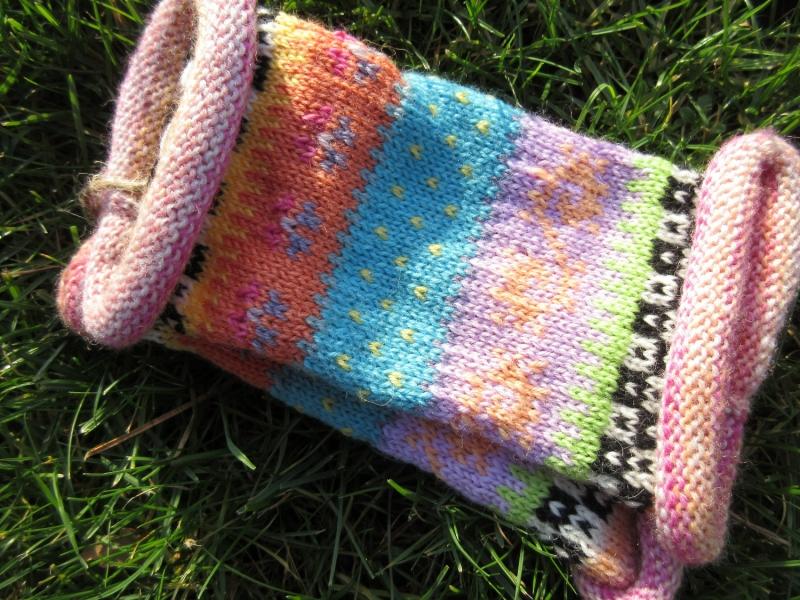 Kleinesbild - Bunte Pulswärmer - gestrickte Armstulpen in nordischen Fair Isle Mustern