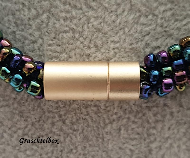 Kleinesbild - Kumihimo Halskette mit Schiebeperle, 48 cm, regenbogenfarben glänzend