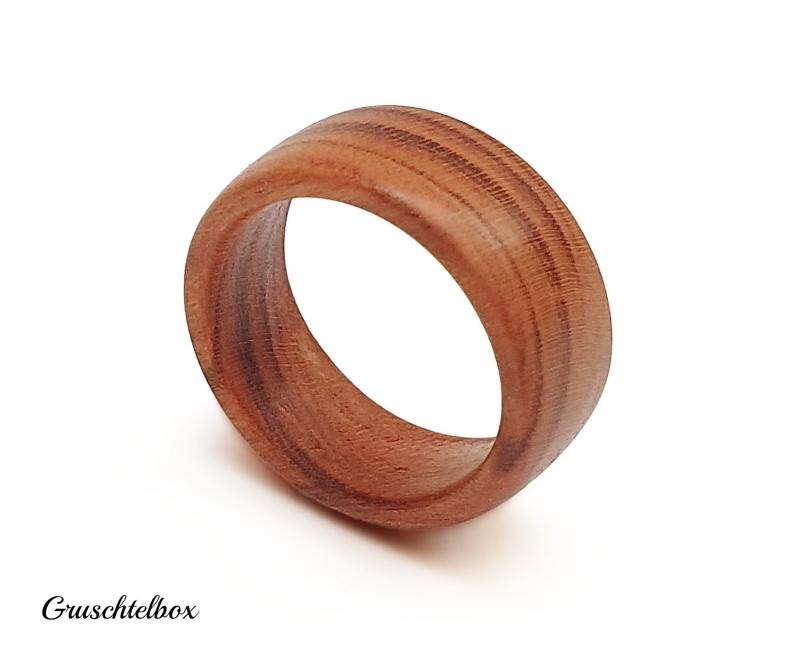 Kleinesbild - gedrechselter Holzring, Zwetschgenholz gewachst, Ringgrösse 58