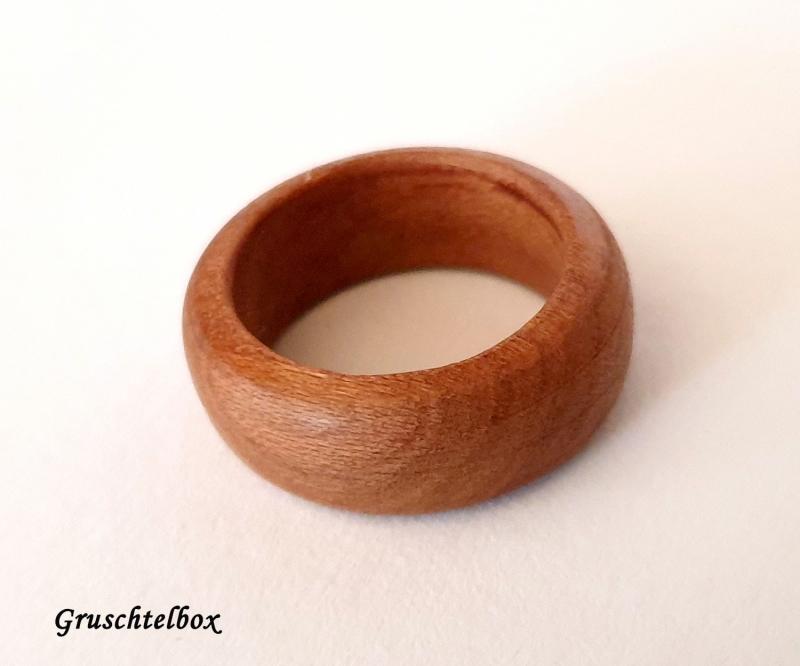 Kleinesbild - gedrechselter Holzring, Zwetschgenholz gewachst, Ringgrösse 55