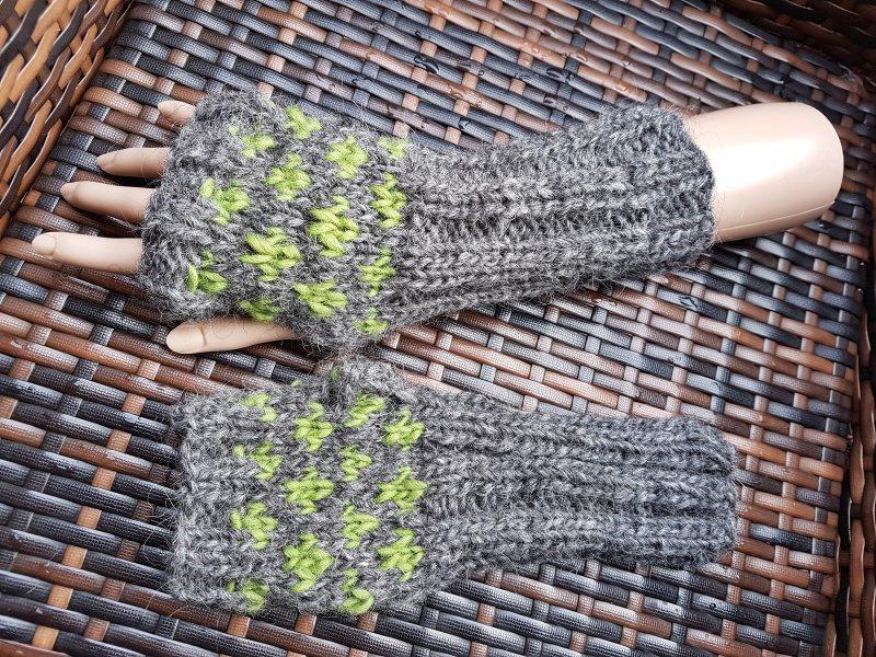 Kleinesbild - Warme Armstulpen aus Islandwolle***grau-grün***onesize