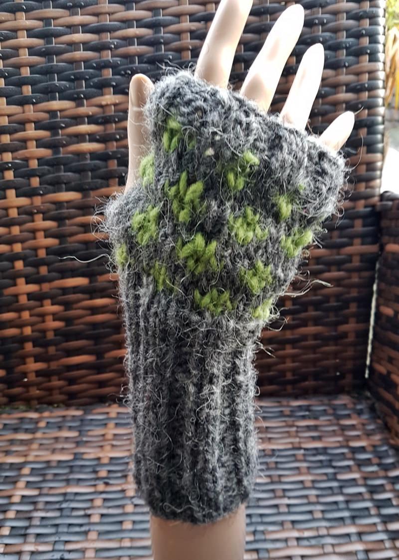 - Warme Armstulpen aus Islandwolle***grau-grün***onesize   - Warme Armstulpen aus Islandwolle***grau-grün***onesize