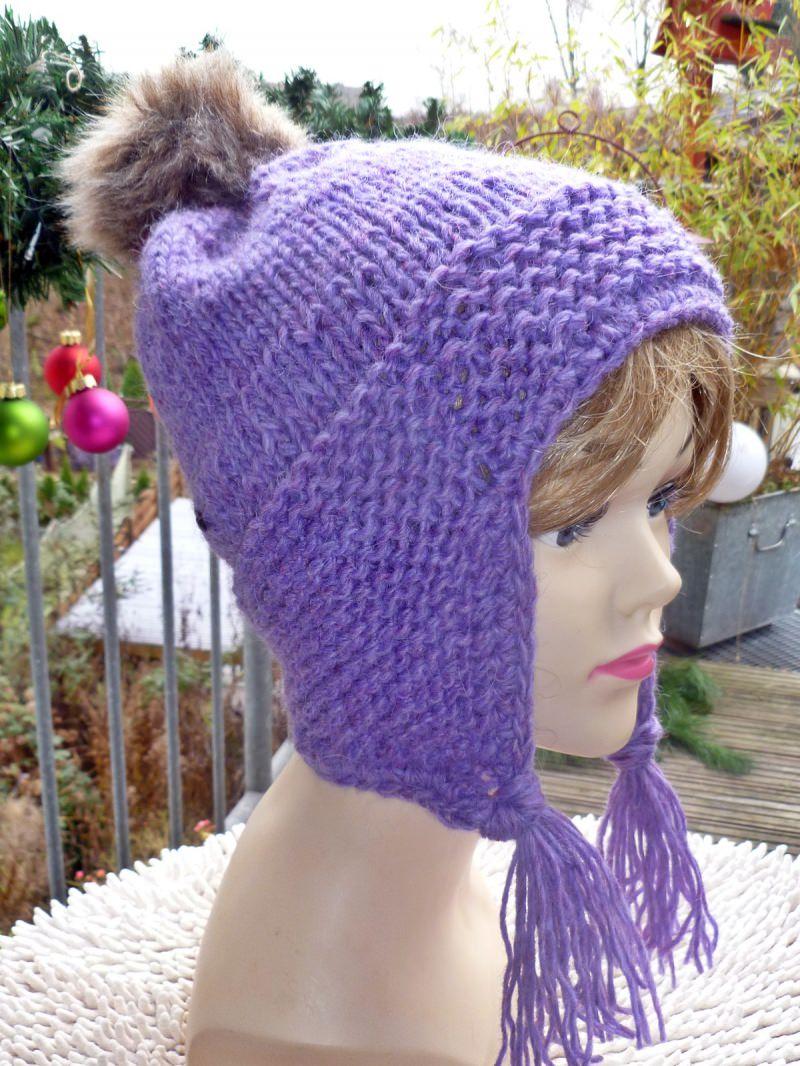 - Mütze**Bommelmütze aus reiner Islandwolle mit Ohrenklappen in lila - Mütze**Bommelmütze aus reiner Islandwolle mit Ohrenklappen in lila