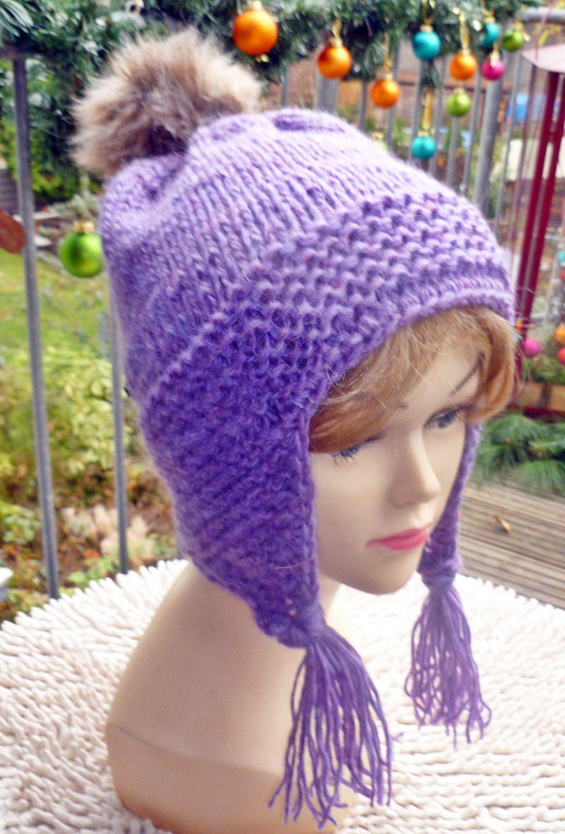 Kleinesbild - Mütze**Bommelmütze aus reiner Islandwolle mit Ohrenklappen in lila