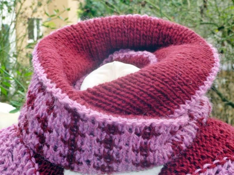 Kleinesbild - Wendeloop aus reiner Islandwolle**Doubleface***lila-rot
