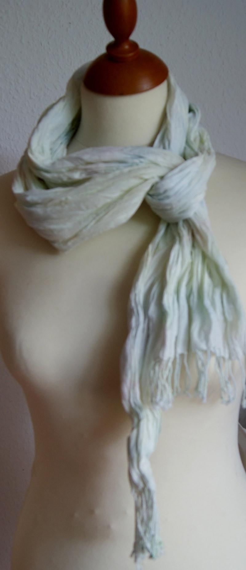 Kleinesbild - 10%  SALE - Crinkle-Schal mit Fransen in Pastelltönen