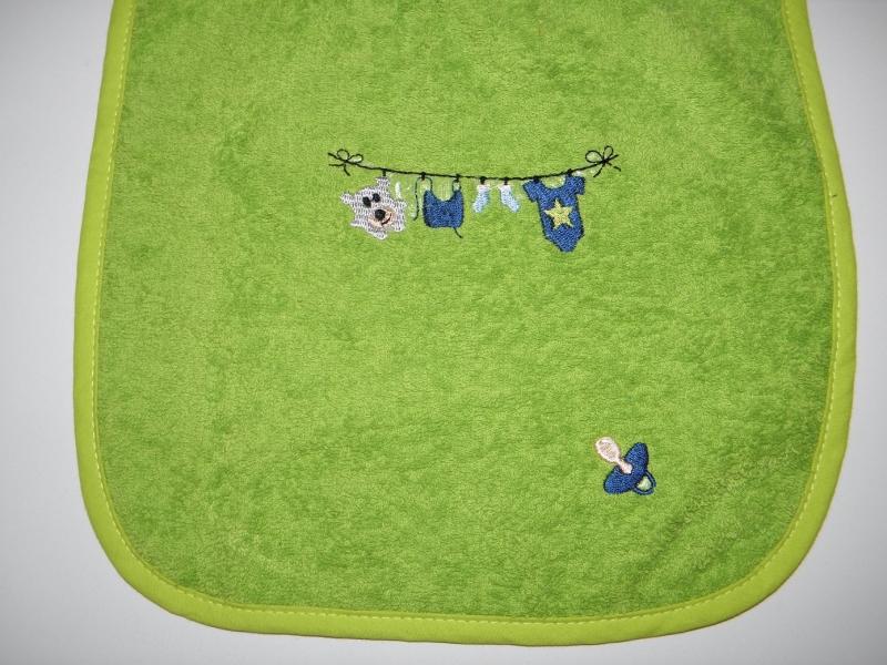 Kleinesbild - Riesenschlupflatz, Babylatz, bestickt mit Wäscheleine und den Namen des Kindes