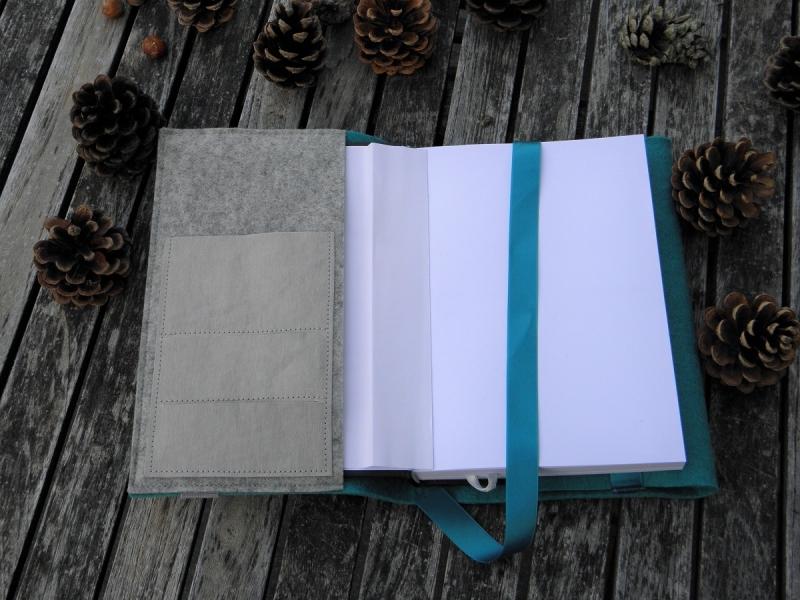 Kleinesbild - Kalenderhülle DIN A5, Buchhülle variabel aus Wollfilz, von Dieda!