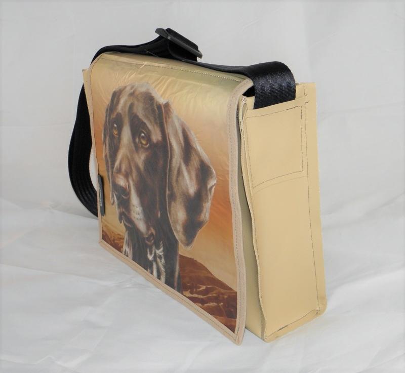 Kleinesbild - Hingucker! Tasche aus LKW-Plane mit Hundekopf, beige, Plane, Hundetasche, Labrador, Upcycling, robust, wasserabweisend, Unikat von Dieda!