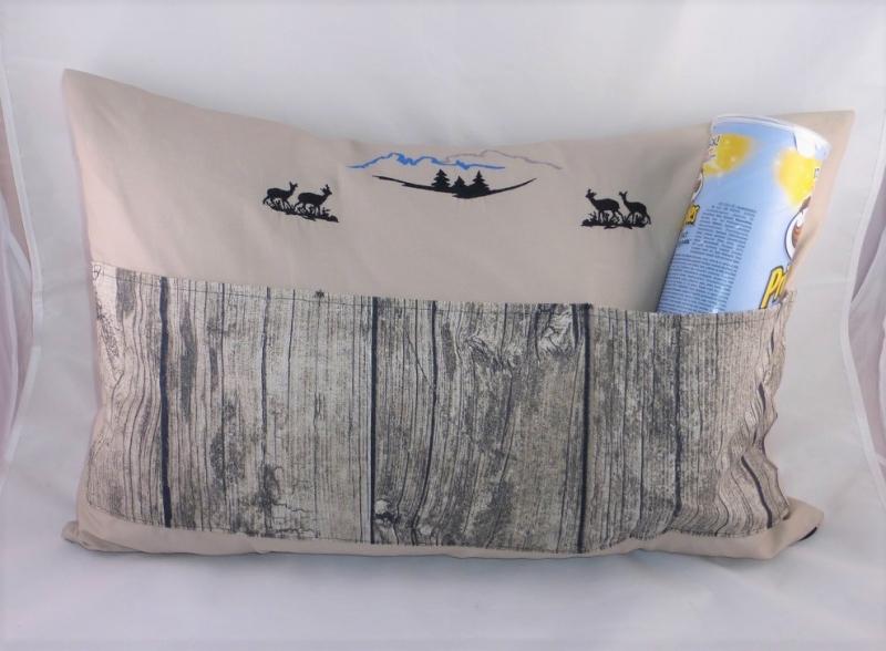 Kleinesbild -  Sofakissen, Dekokissen 40 x 60 cm mit 3 Taschen für Buch, Fernbedienung, Berge, Wälder, Tiere, Bayern, handgemacht von Dieda