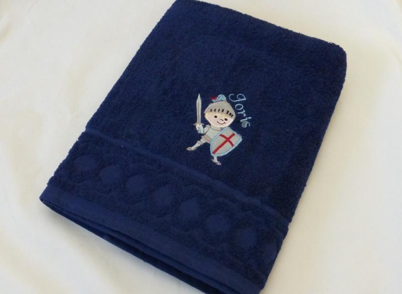 - für Jungen, Handtuch bestickt mit Name und Ritter, blau, personalisiert, von Dieda - für Jungen, Handtuch bestickt mit Name und Ritter, blau, personalisiert, von Dieda