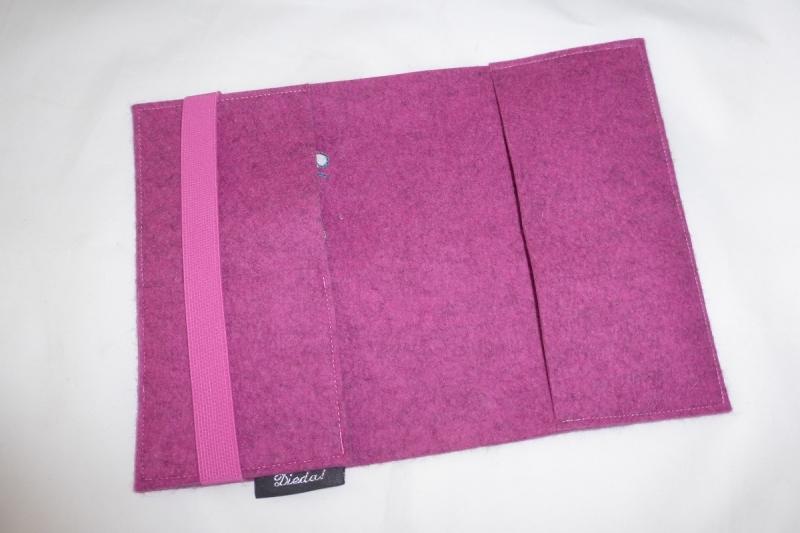 Kleinesbild - U-Hefthülle aus Wollfilz mit Fohlen, personalisiert, individuell bestickt, rosa, U-Heft, für das Baby, Geschenk, baby shower, von Dieda!