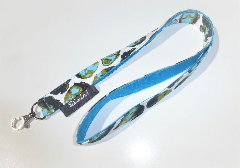 Kleinesbild - Schlüsselband mit Köpfen zum Umhängen mit Karabiner, Baumwollstoff türkis, Länge 50cm, handgemacht von Dieda
