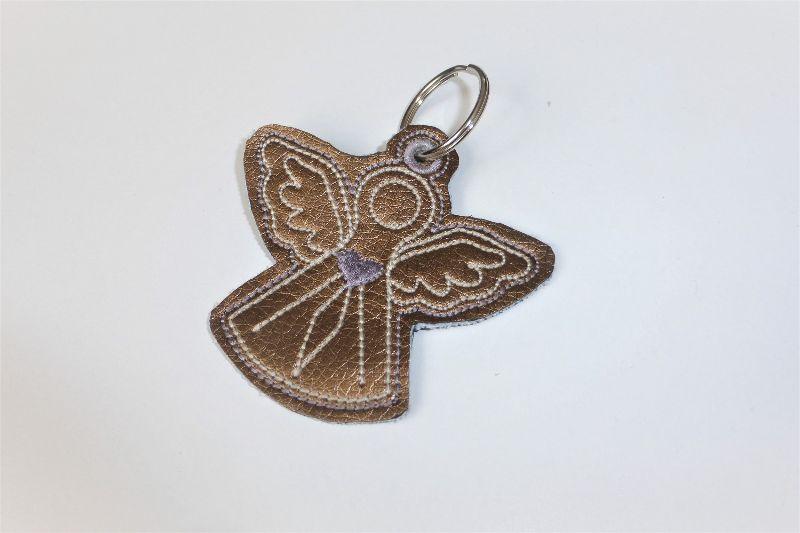 - 1 Schlüsseanhänger aus goldenem Kunstleder, Engel, ein kleines Geschenk zur Kommunion oder Konfirmation - 1 Schlüsseanhänger aus goldenem Kunstleder, Engel, ein kleines Geschenk zur Kommunion oder Konfirmation