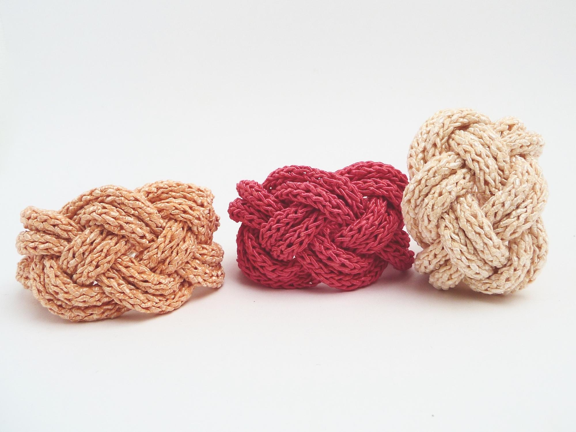 - Armband Pastell Lachs Keltischer Knoten Seide Cotton Strick Armreif - Armband Pastell Lachs Keltischer Knoten Seide Cotton Strick Armreif