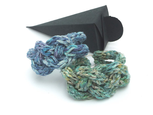 Kleinesbild - Armband Keltischer Knoten Flechtarmband Grün Seide Cotton
