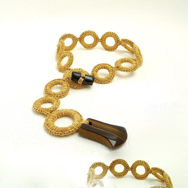 Kleinesbild - Halskette Seidenschmuck Buttercup Curry Anhänger Tigerauge Handmade