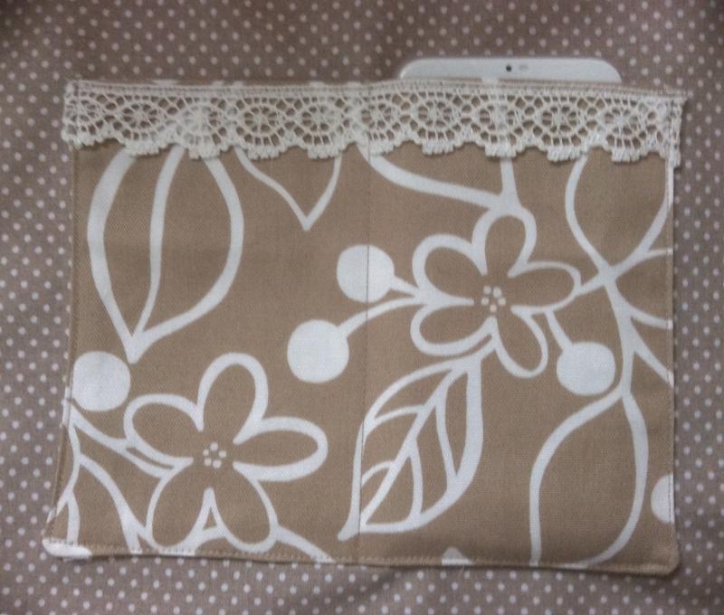 Kleinesbild - Umhängetasche Blumen beige