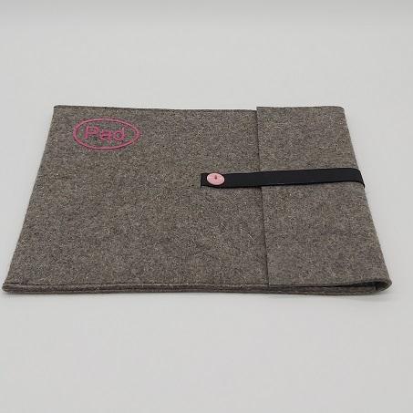 - Tablet Tasche aus grauem Wollfilz mit kleinem Logo Farbe rosa genäht - Tablet Tasche aus grauem Wollfilz mit kleinem Logo Farbe rosa genäht