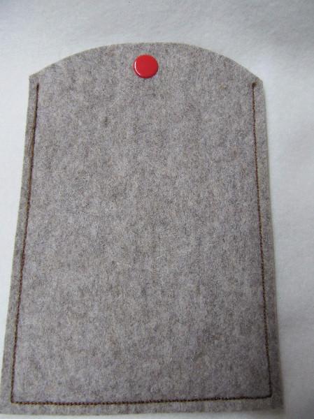 Kleinesbild - Reisepass Hülle aus Wollfilz gestickt mit einem roten Herz und Flugzeug