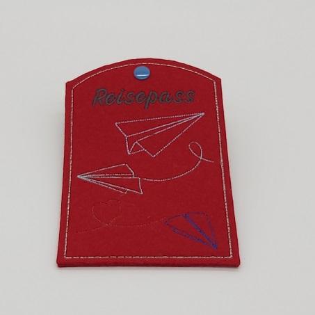 - Reisepass Hülle aus rotem Wollfilz gestickt mit dem Motiv Papier Flieger - Reisepass Hülle aus rotem Wollfilz gestickt mit dem Motiv Papier Flieger